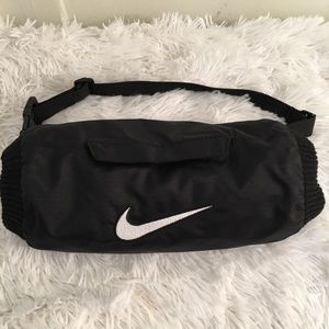Nike Unipocket hand-warmer belt back